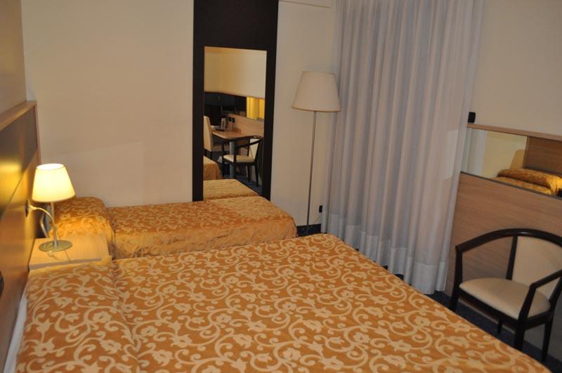 Family hotel riccione hotel 4 stelle riccione share the for Quattro stelle arredamenti surbo